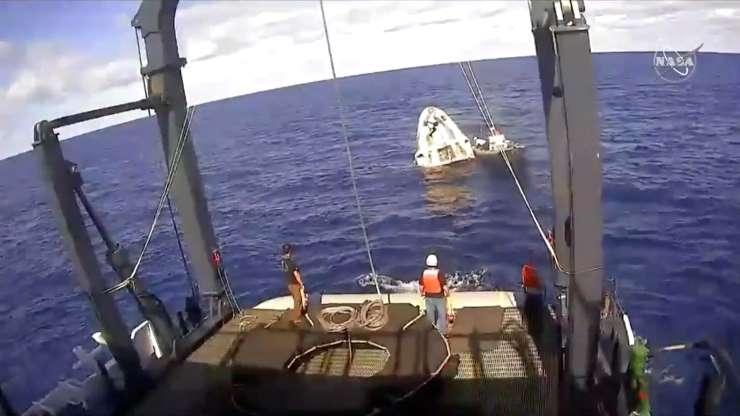 第2页,共30页:在SpaceX救援队在大西洋上空飞行时,不久就看到了SpaceX Crew Dragon太空船的无人太空舱,这张照片来自NASA商业船员在大西洋的视频,大约200英里2019年3月8日,美国佛罗里达州海岸。